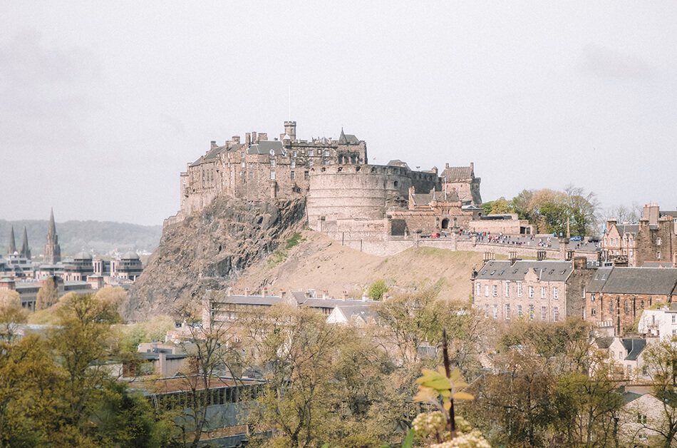 Roadtrip Scotland: View of Edinburgh Castle from the Scottish National Museum