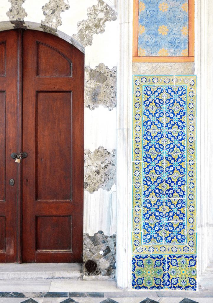 Mysticals doors inside Topkapi Palace