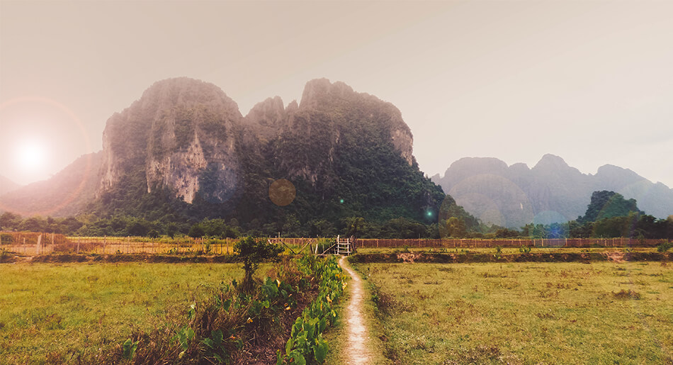 Tips Vang Vang: Sunrise over the limestone rock formations in Vang Vieng is a magical experience