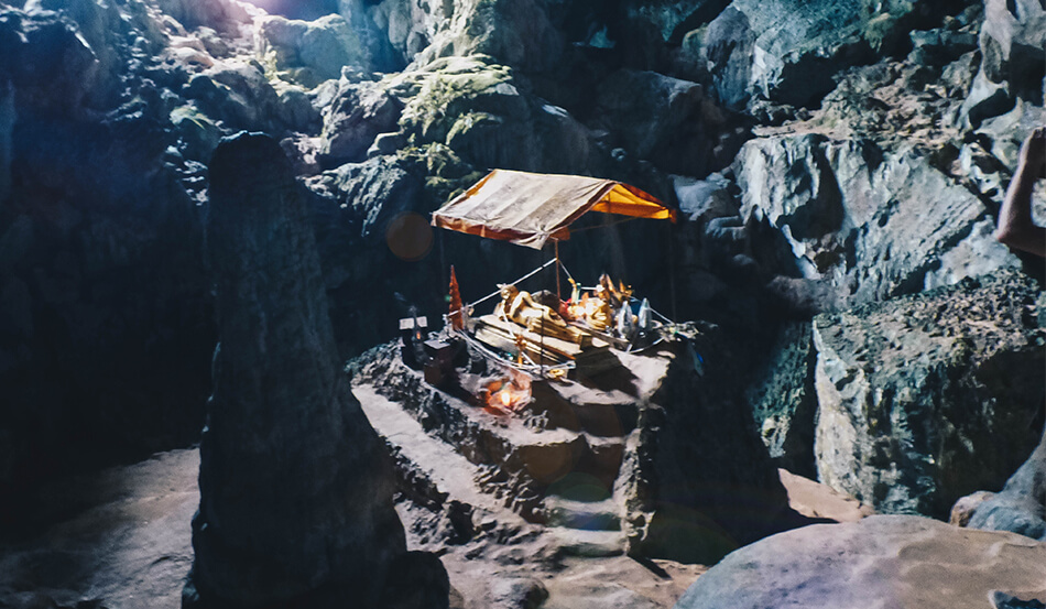 Deep into the Tham Phu Kham Cave, you can find a gold buddha