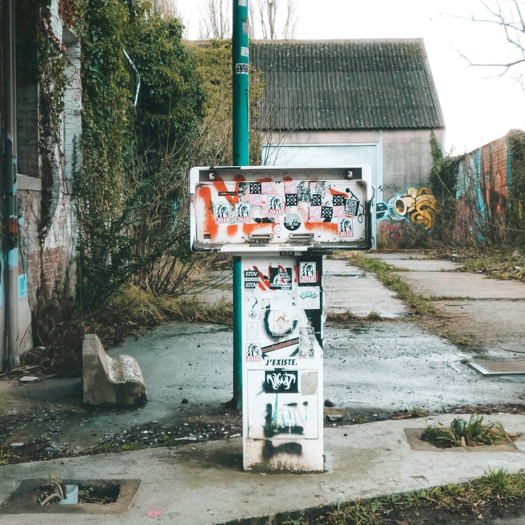 Ghost town Doel: Petrol stations got abandoned, just like the rest of the village