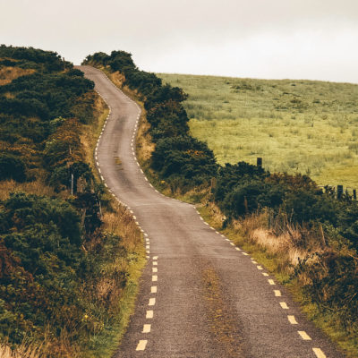 10 easy ways to make driving in Ireland a breeze!