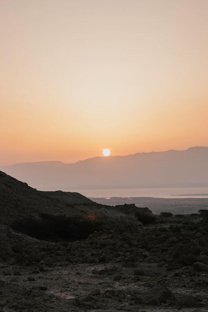 Sunrise over de Israeli desert