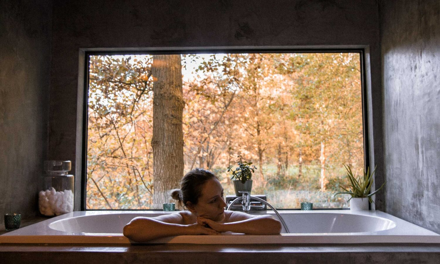 Bathing with a view at The Forest tiny house near Brussels